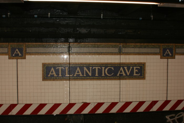 002NYC_Subway_Atlantic_Ave_Station_tile